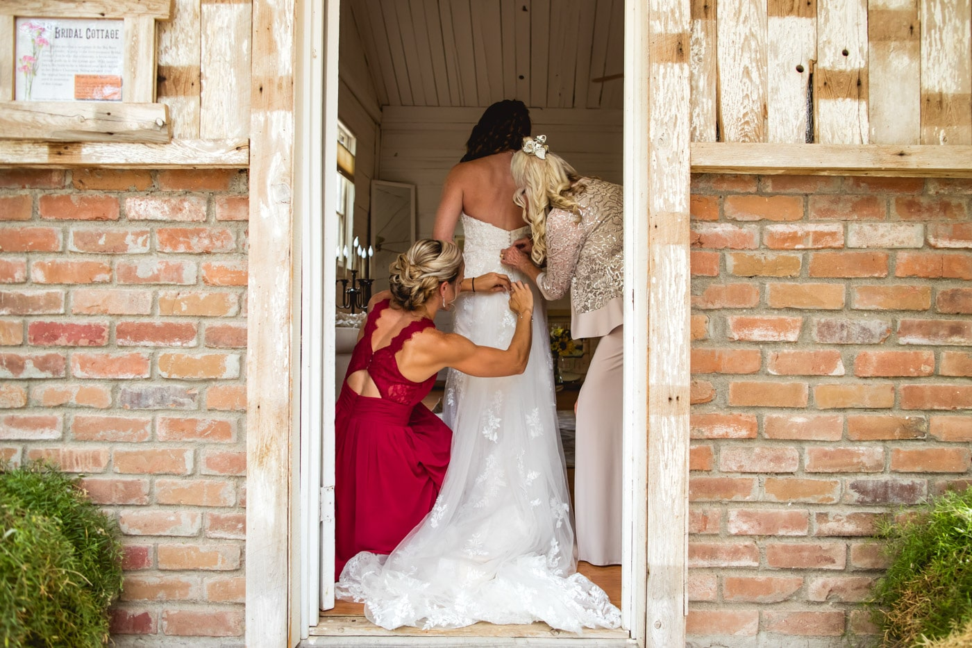 bride and bridesmaid photography 18